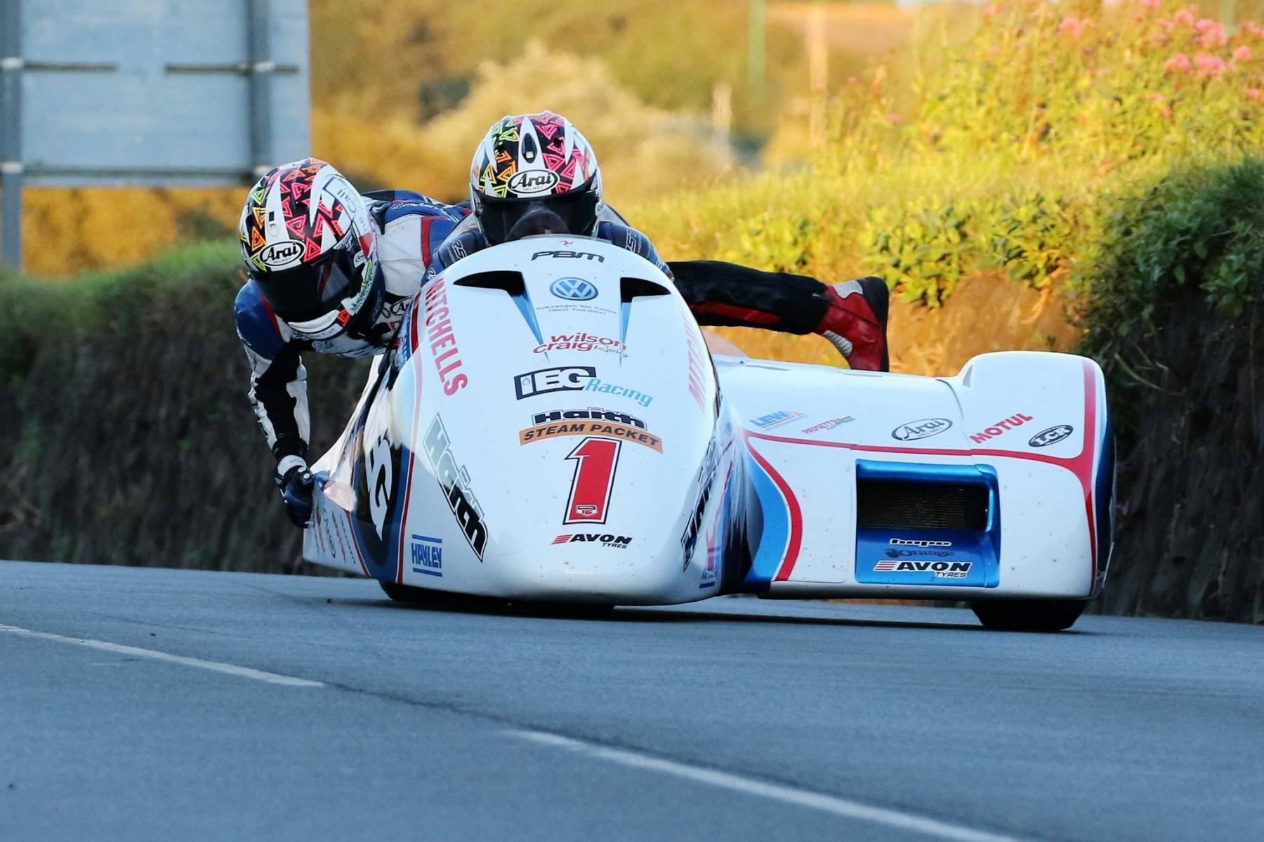 Southern 100 Birchalls Blast To Opening Sidecar Win Uk