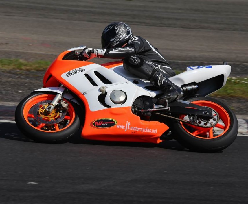 Simon Aspin was another hat-trick racer, taking three from four on his trusty Honda steelie...