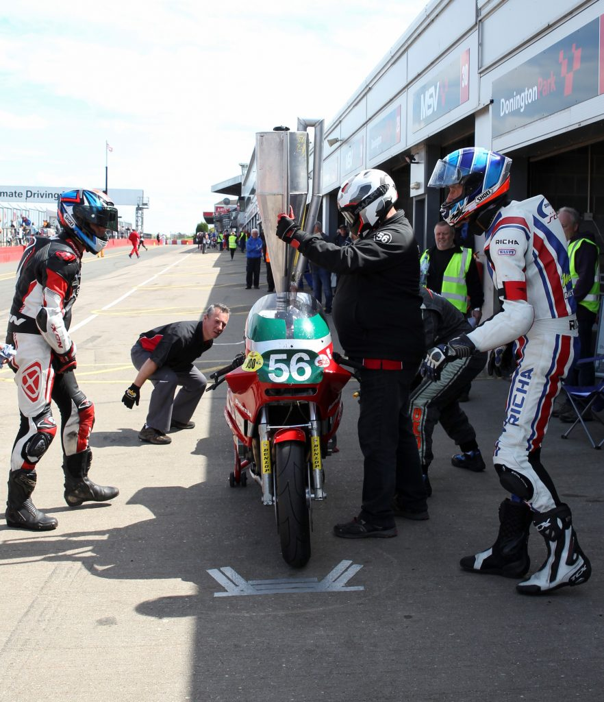 Belgium Team Force performing a well-practised pit-stop...