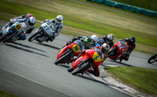 John Cronshaw (6) leads a gaggle of Classics on his way to a 500cc class clean sweep...