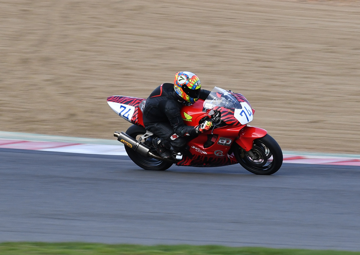 Singleton scored a hat-trick in the oversubscribed Thunderbike Sport category on his CBR600...