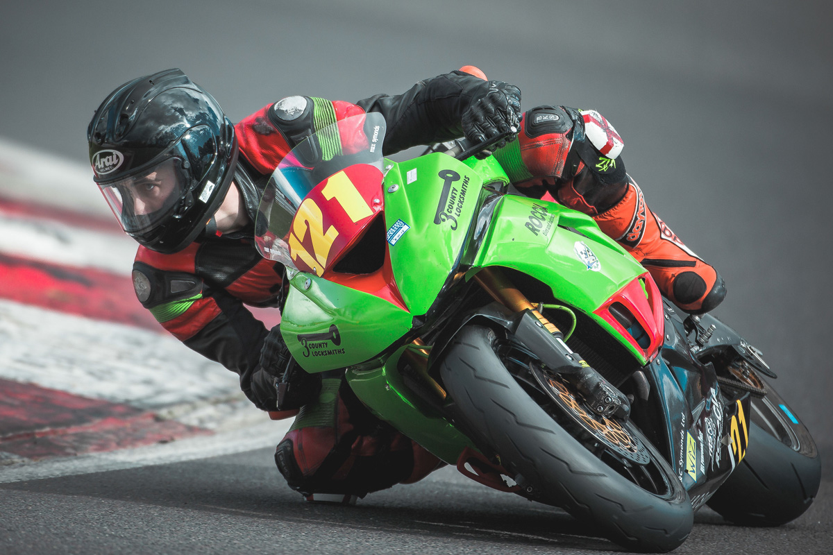 Symonds bagged two on Sunday, the second narrowly ahead of 600 newcomer Kelman...