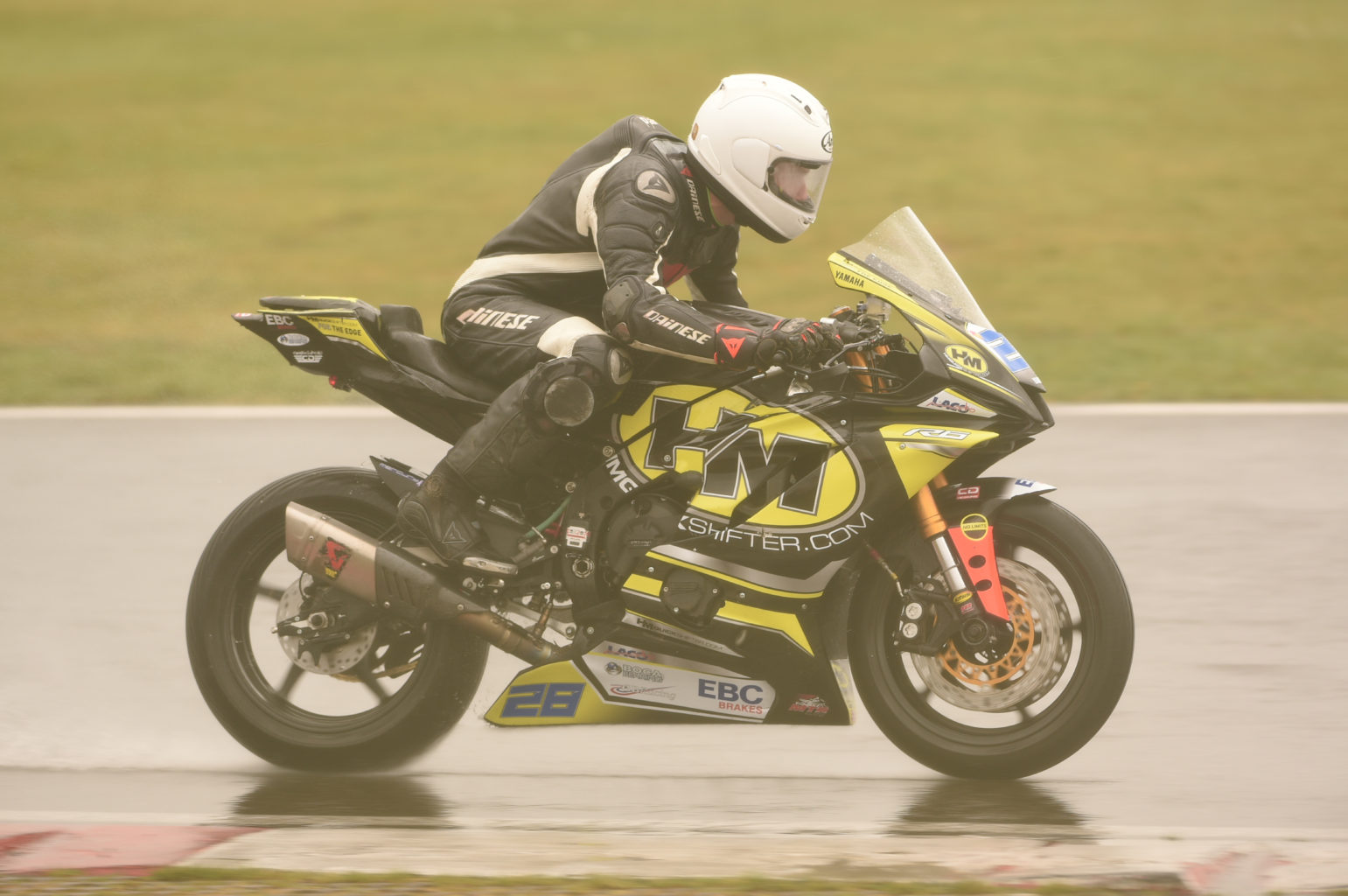Hopkins battling conditions to take a 600 Elite victory...
