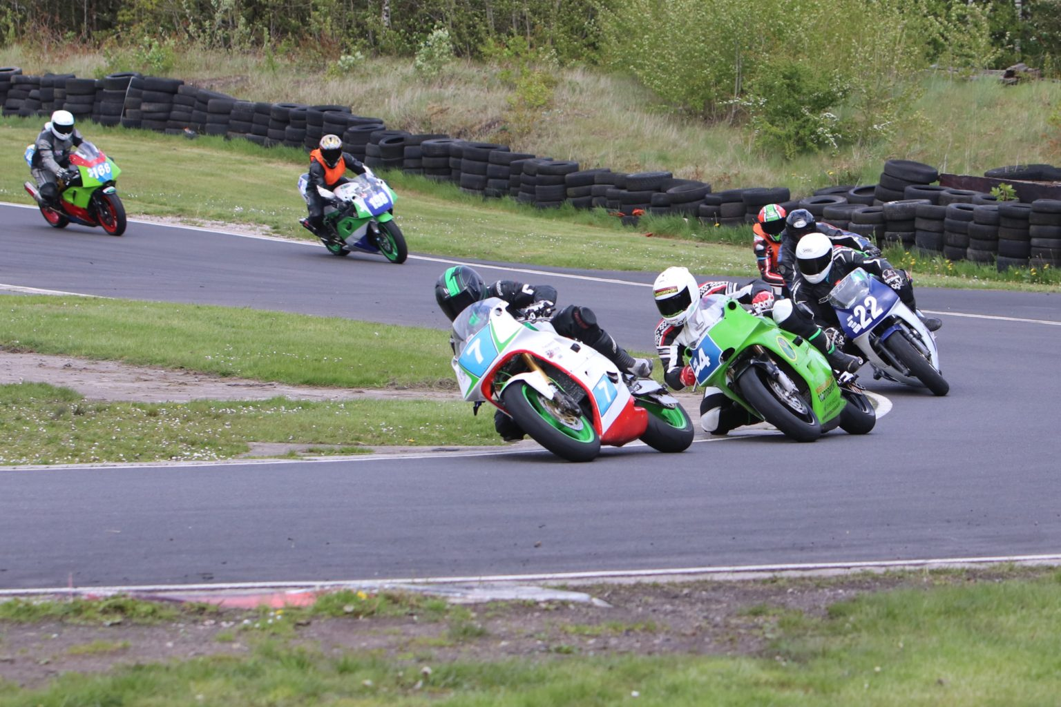 Reigning F400 champ Griffiths in a tight battle for victory...