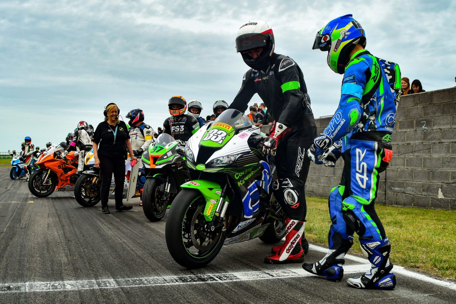 BSB paddock regulars filled the front spots as action got underway...