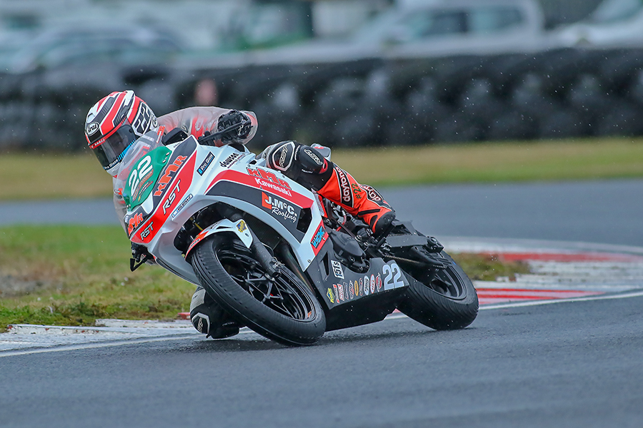Wet or dry, Dawson was untouchable in the Supersport 400 races...